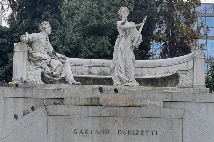 Statua di Gaetano Donizetti a Bergamo